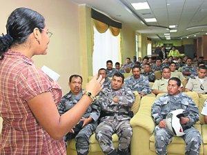 11. Ecuador: Mujeres transexuales capacitarán a la policía