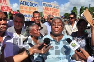 Organizaciones de La Caleta contra Aerodom frente al Congreso