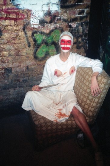 Les Simpson/Linda Simpson, In the Pyramid Club dressing room