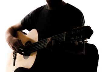 sillouhette_classical_guitarist