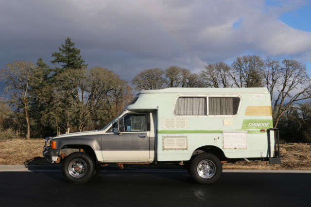 1984 Toyota Chinook 4x4 Camper Pop Top Straight Axle For