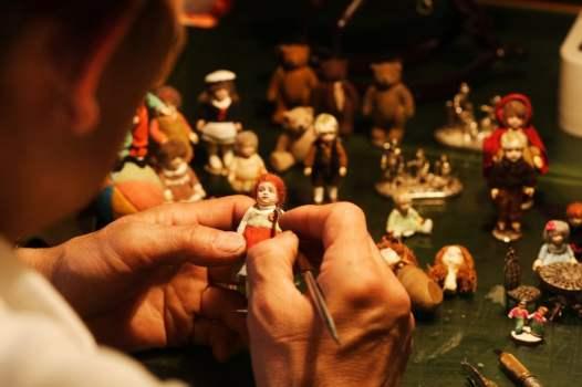 「TOYS MUSEUM」人形制作風景