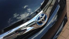 Honda Accord Hybrid v. Toyota Camry