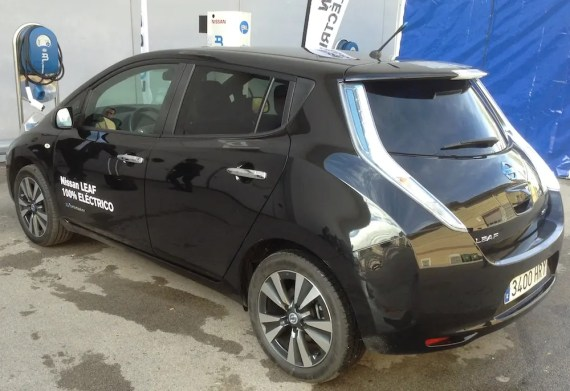 nissan leaf black back