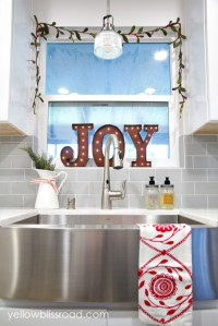Inexpensive Ways to Decorate Your Kitchen for the Holidays