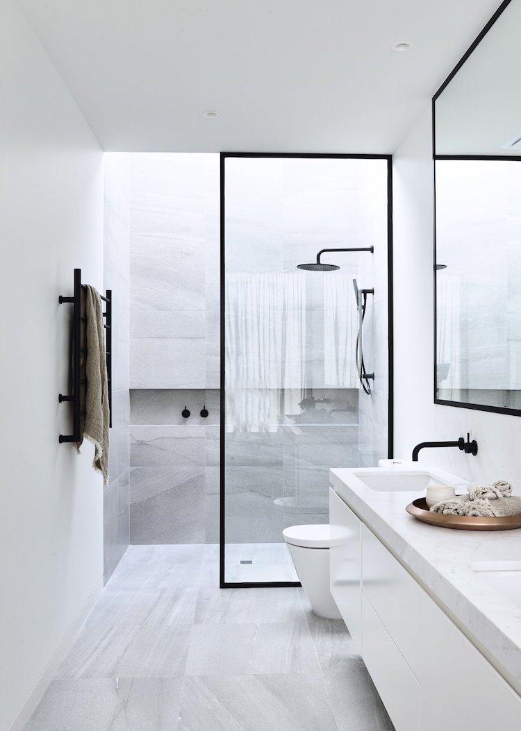 Douche Italienne Noir Et Blanc | Petite Salle De Bain Moderne Bleue ...