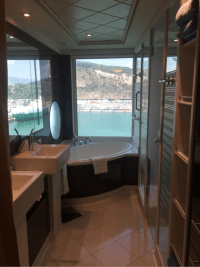 Suite 17017 on Norwegian Epic, Category H4