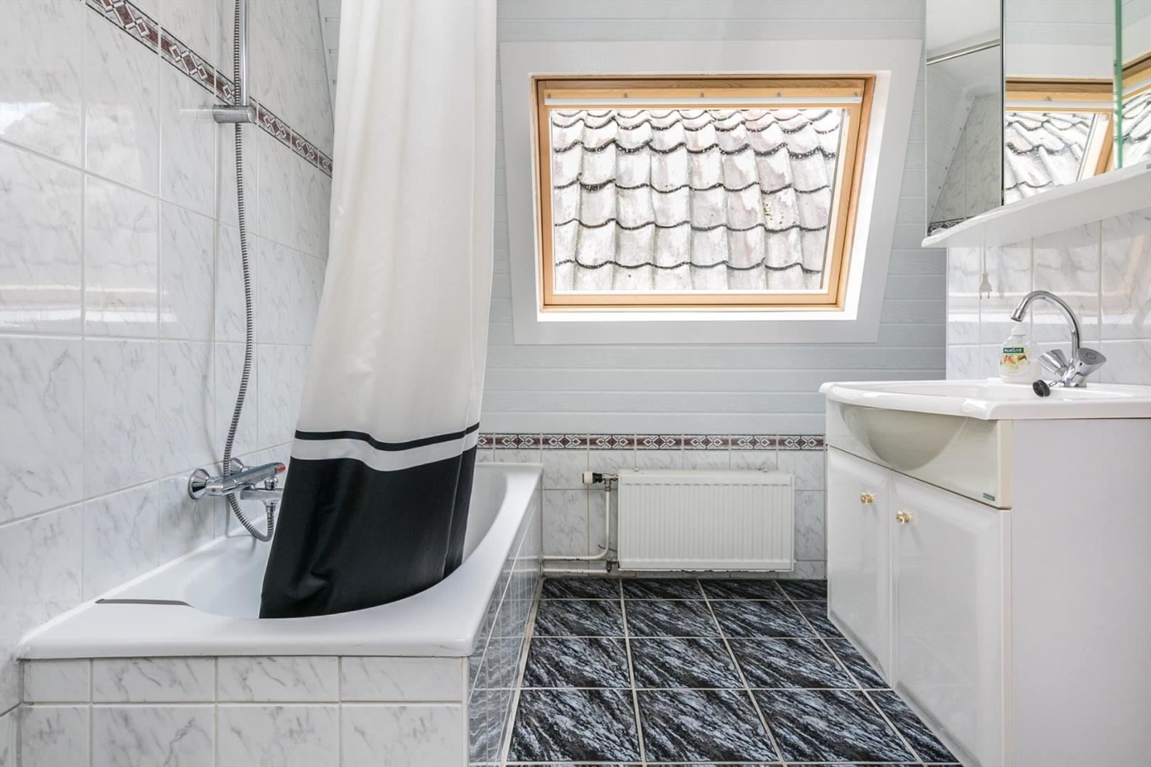 Wastafel badkamer lekt verstopte gootsteen pijp ontstoppen van