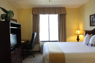 Mini-suite-bed,-dresser,-windo-non-photo-shop