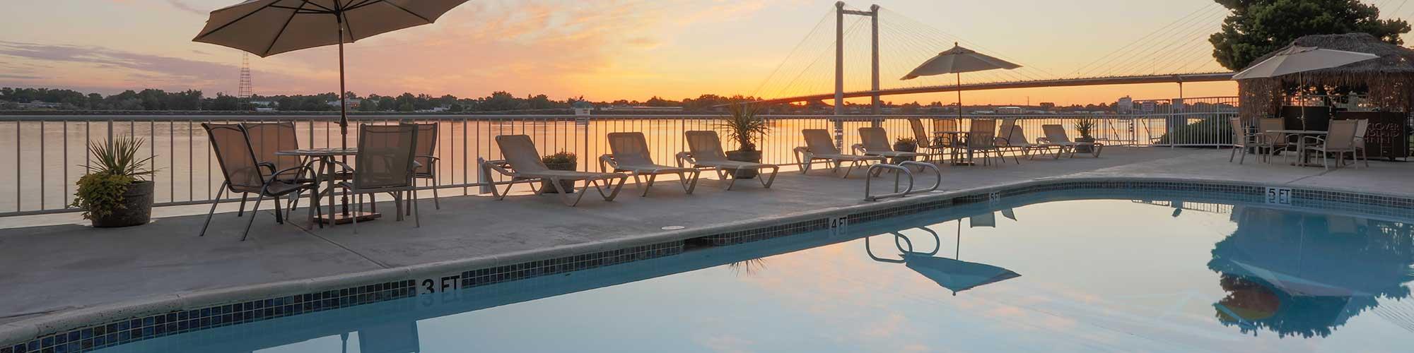 Clover Island Inn pool