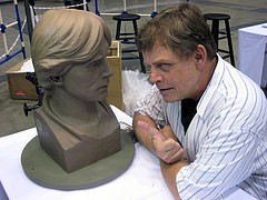 Mark Hamill with Lawrence Noble's sculpture at Celebration Japan / Photo by Bonnie Burton / starwarsblog @ Flickr.com