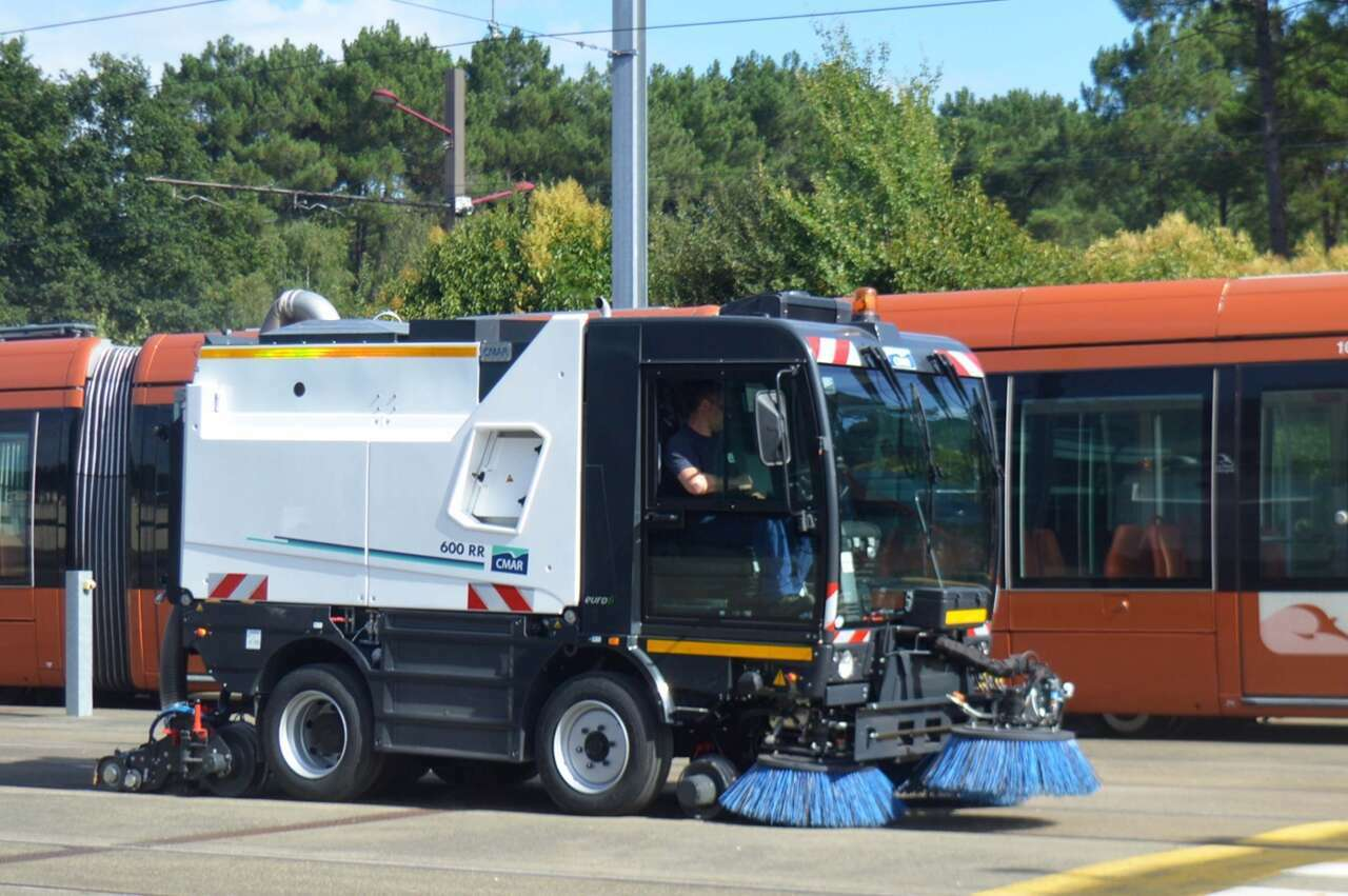 Hybre Architecte Cmar 600 Rr Road Rail Sweeper