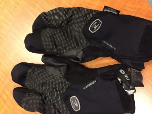 Cycling mitts with velcro tabs that ' class=
