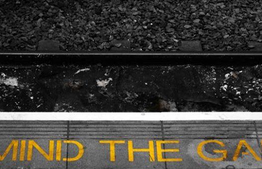 Mind the Gap: l'attesa che si trasforma in vuoto