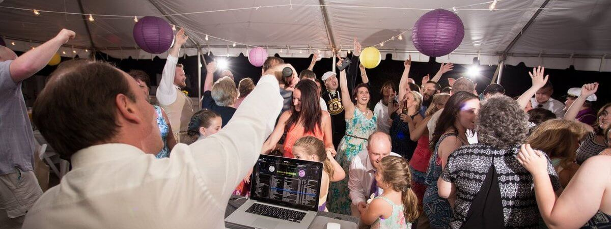 Create The Best Wedding Reception Playlist