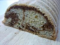 Bizcocho marmolado con semillas de amapola