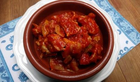 Oreja de cerdo con tomate