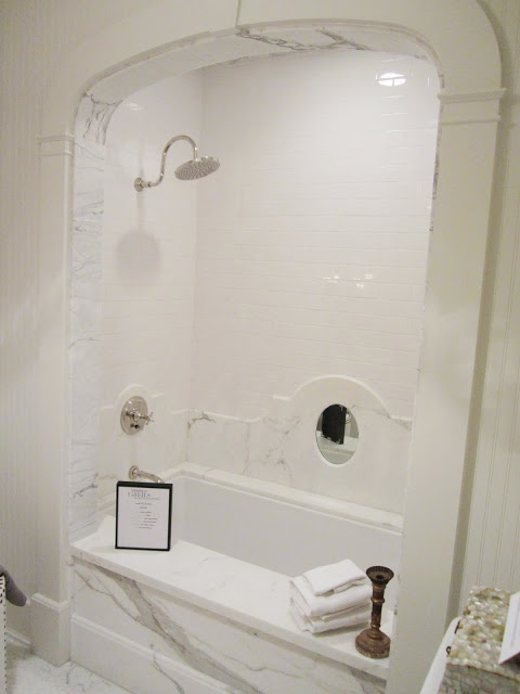 Close up of the arched white carrara marble bath