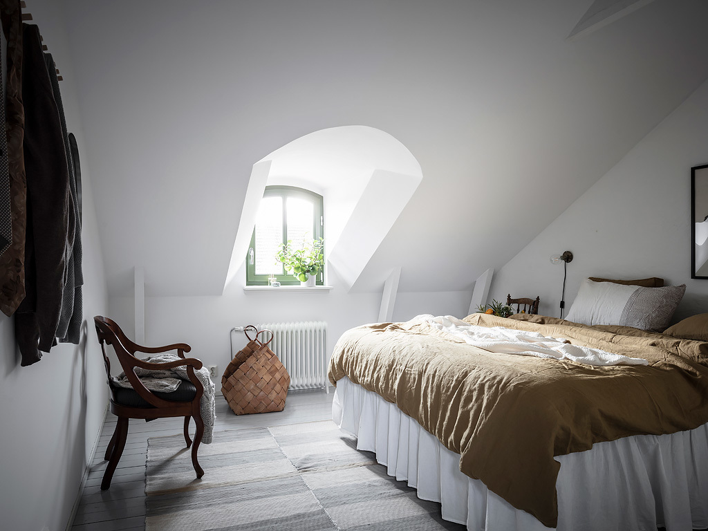 Rooftop bedroom with lots of charm