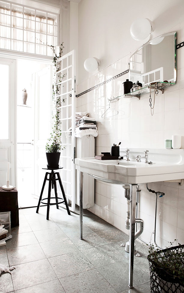 Antique Bathroom - via Coco Lapine Design