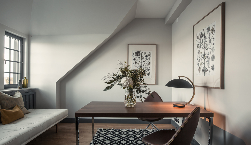 Home with the perfect warm tints to warm you up this winter - via cocolapinedesign.com