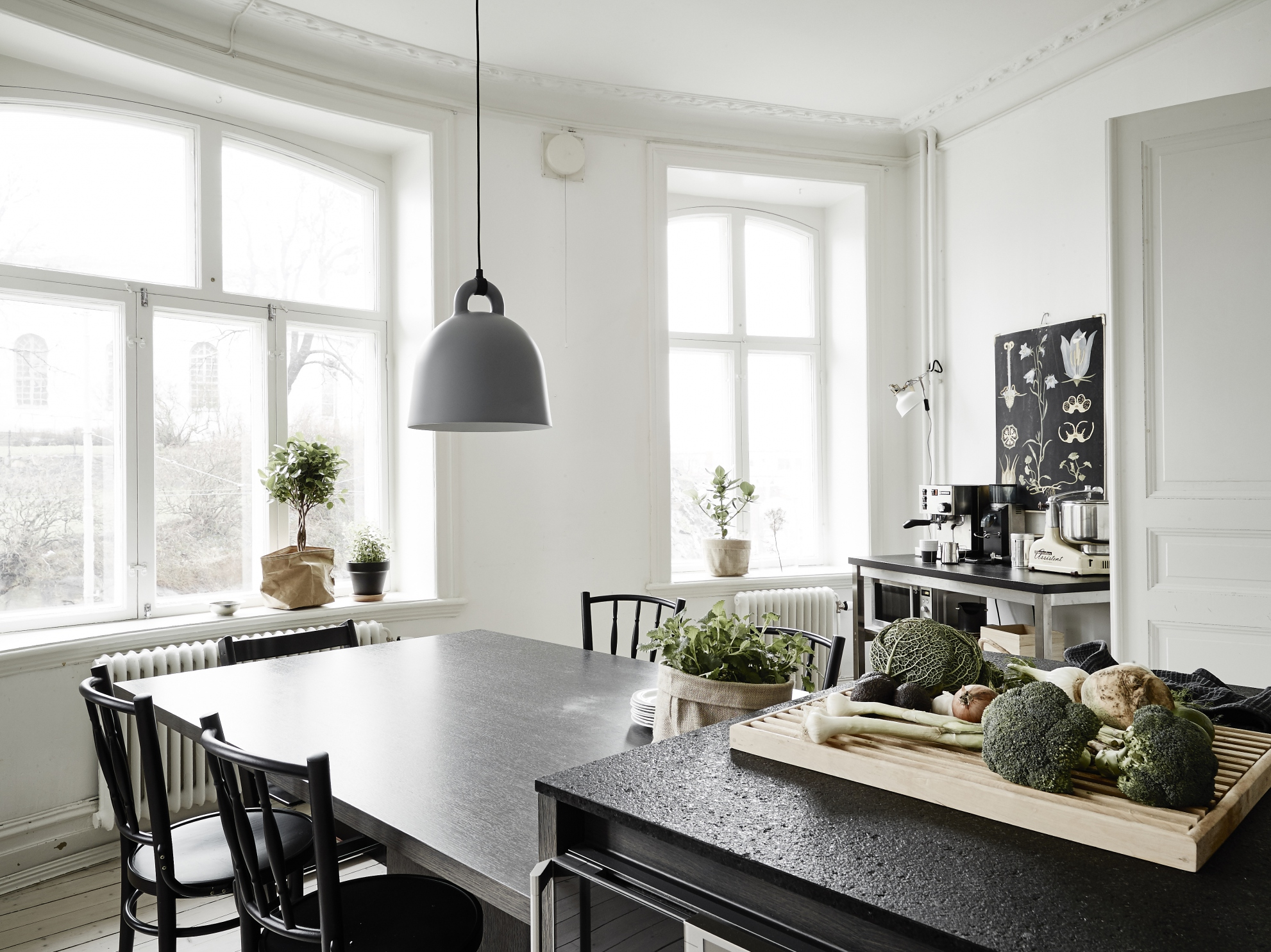 ... Small Apartment With A Big Kitchen Island   Via Cocolapinedesign.com ...