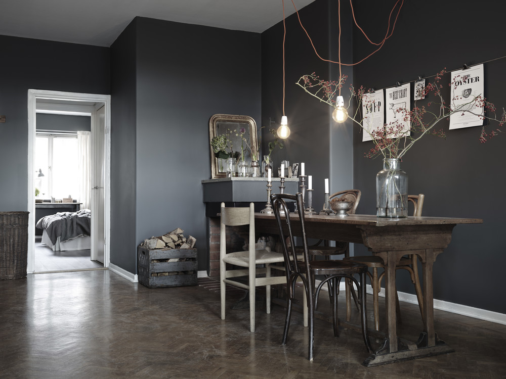 Welk Licht In De Keuken Dark Walls And A Mix Of Chairs - Coco Lapine Designcoco