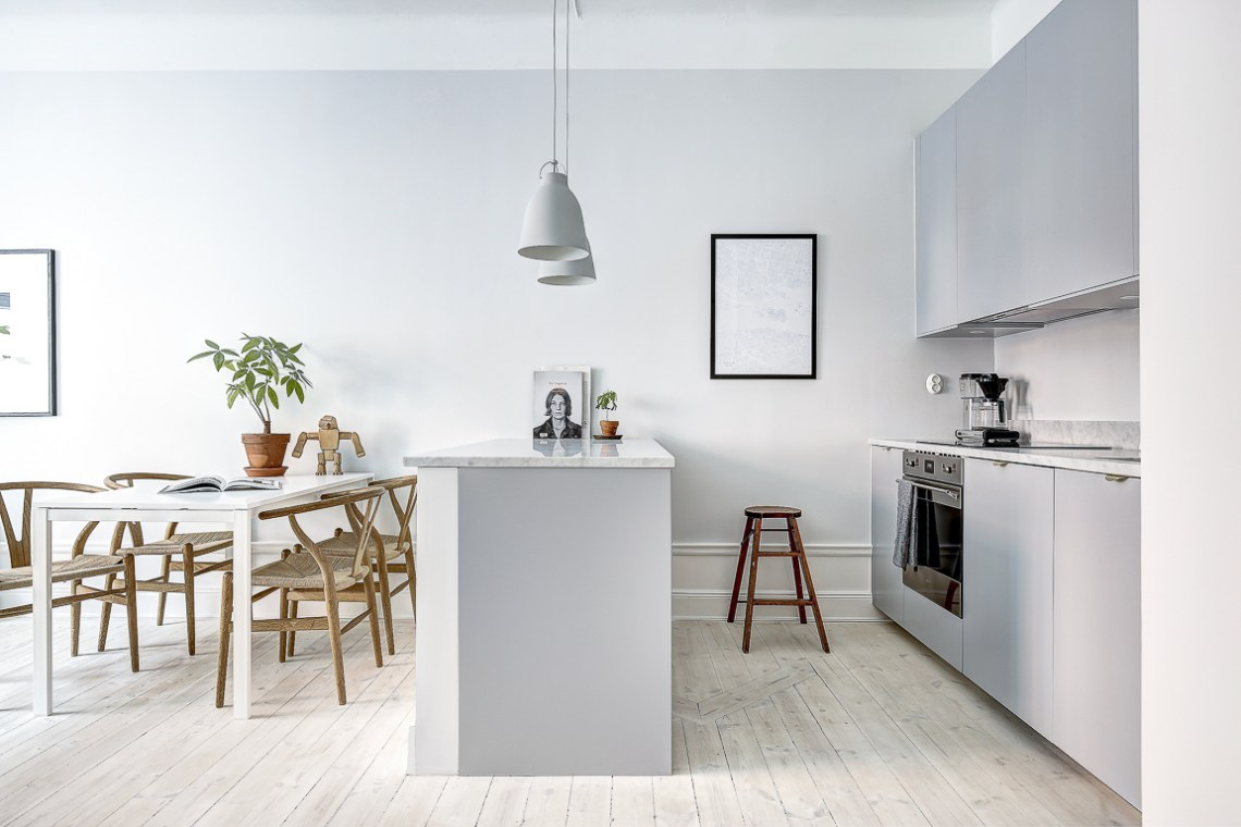 Simple home with clean lines - via cocolapinedesign.com