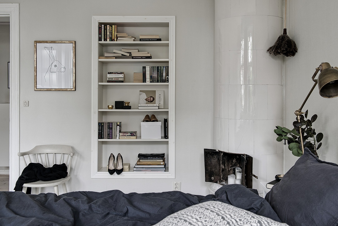 Doorway becomes bedroom shelf - via Coco Lapine Design