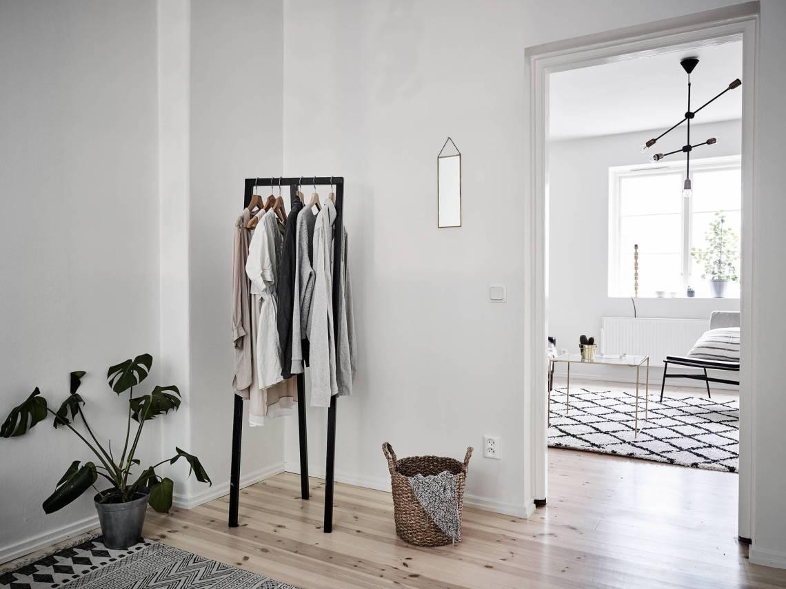 Black accents in a light home - via Coco Lapine Design