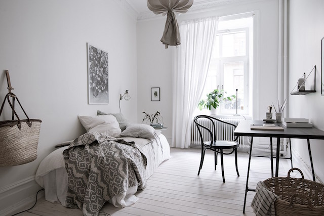 Vintage look in a majestical home - via Coco Lapine Design