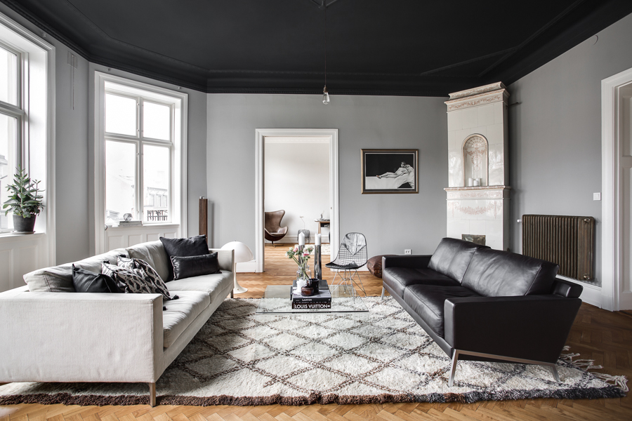 Classy Home With A Black Ceiling Coco Lapine Designcoco