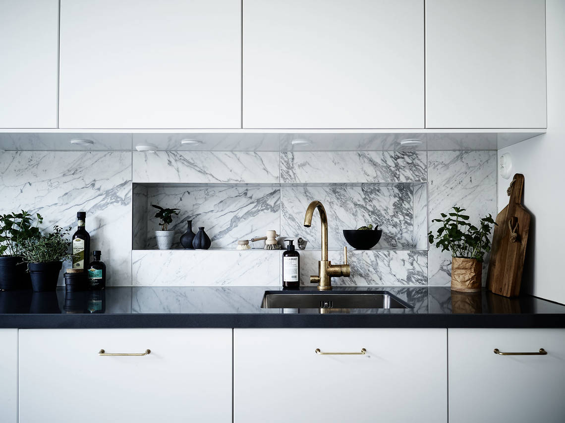 Beautiful marble kitchen - via Coco Lapine Design