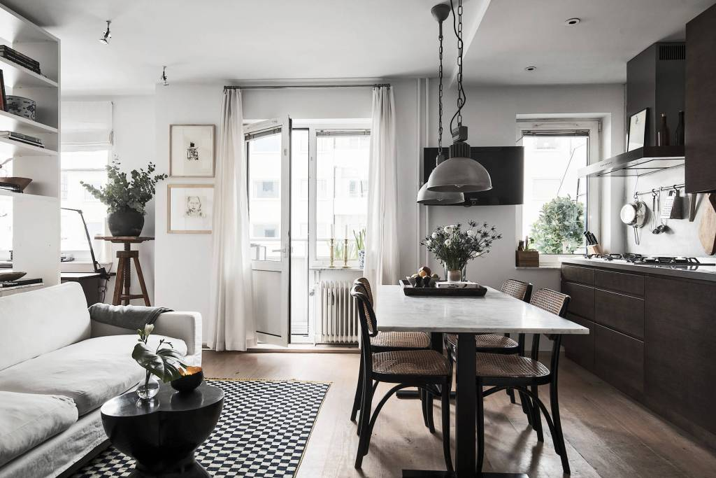 Small home in dark tints - via Coco Lapine Design==