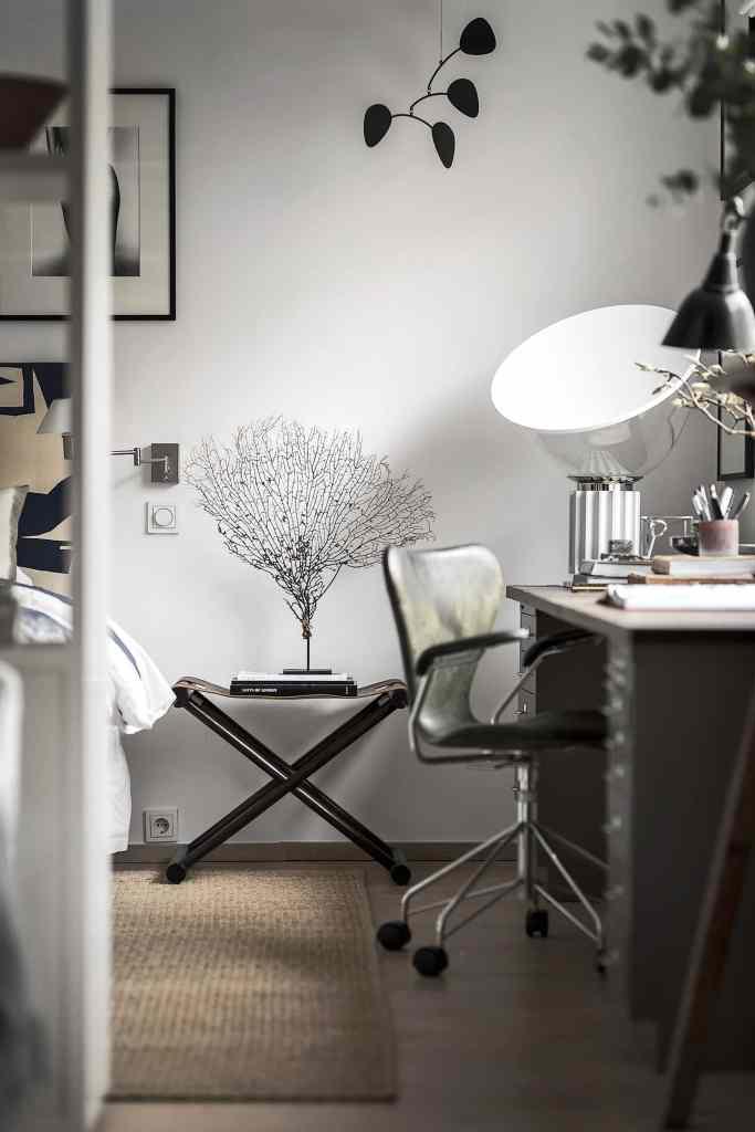 Small home in dark tints - via Coco Lapine Design