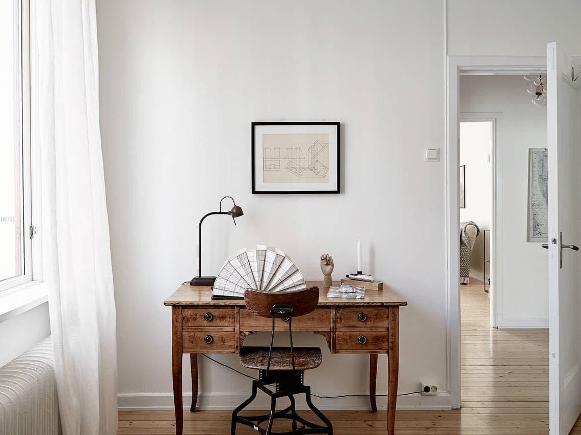 Cozy bedroom with wood accents - via Coco Lapine Design