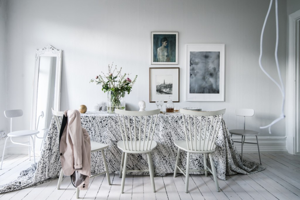 Fresh and sunny table - via Coco Lapine Design