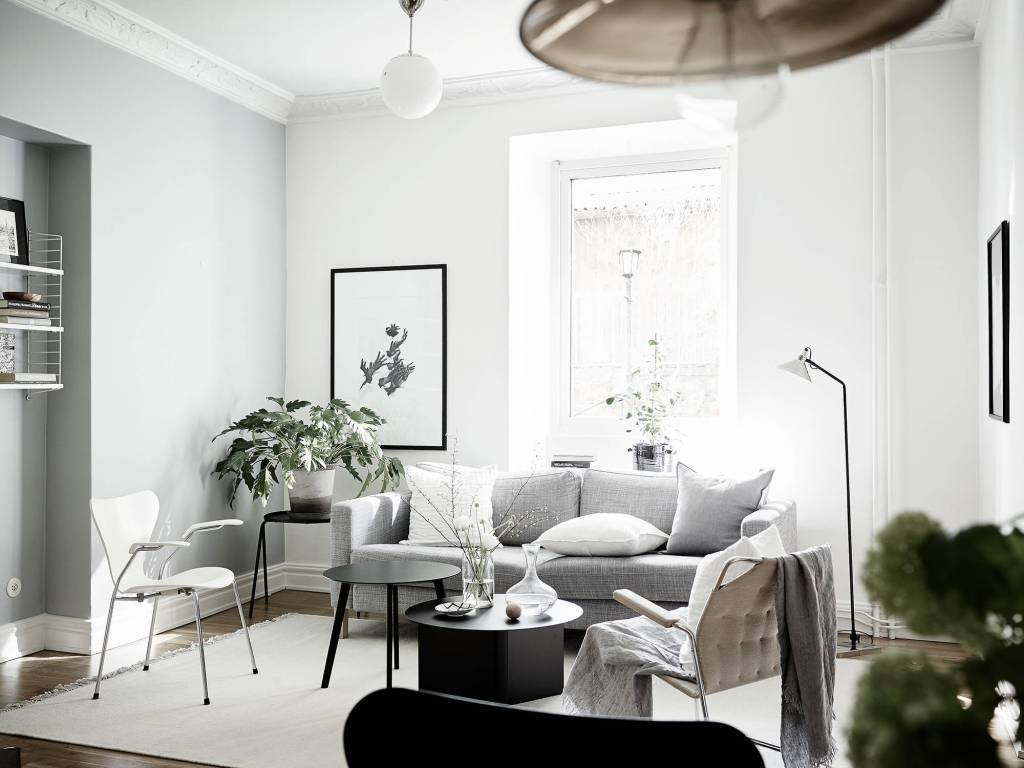 Cozy home with black accents - via Coco Lapine Design
