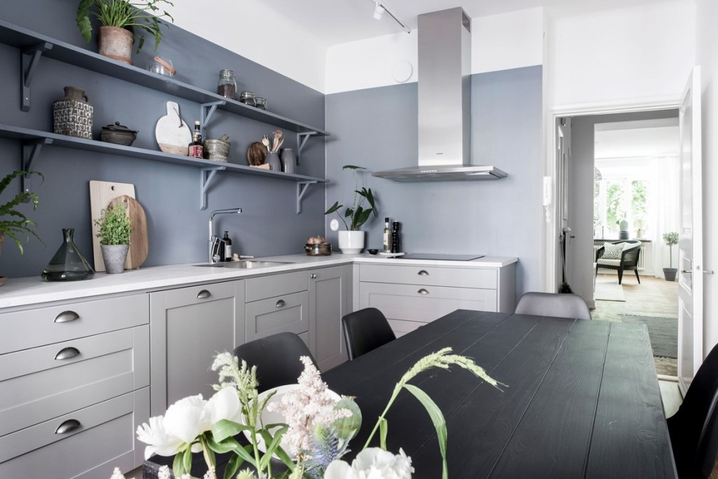 Blue kitchen wall - via Coco Lapine Design blog