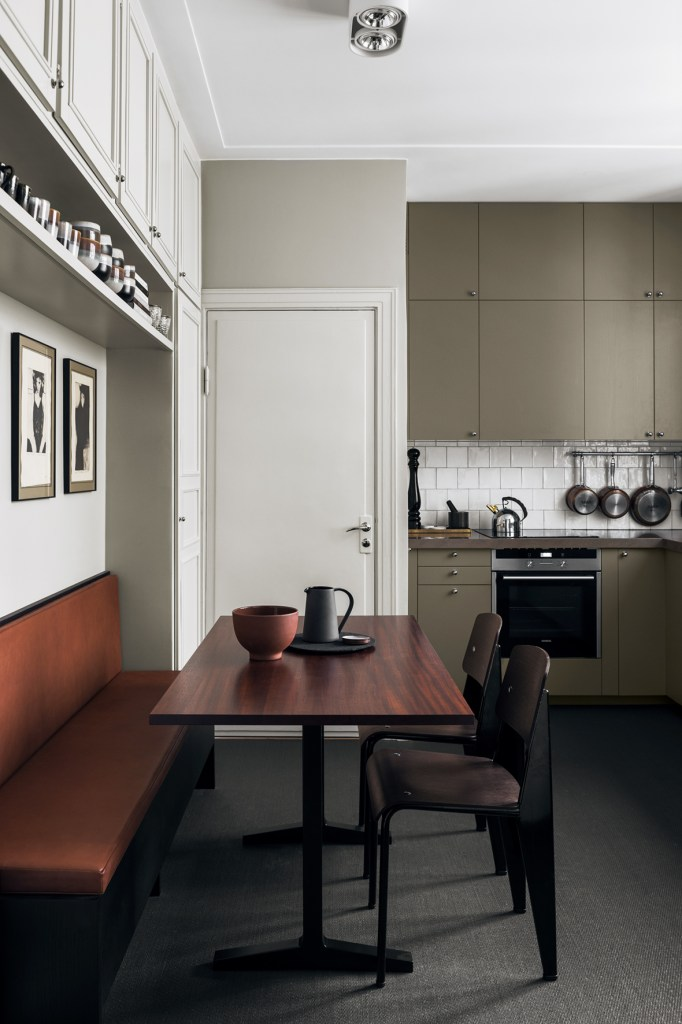 Kitchen in earthy tones - via Coco Lapine Design blog
