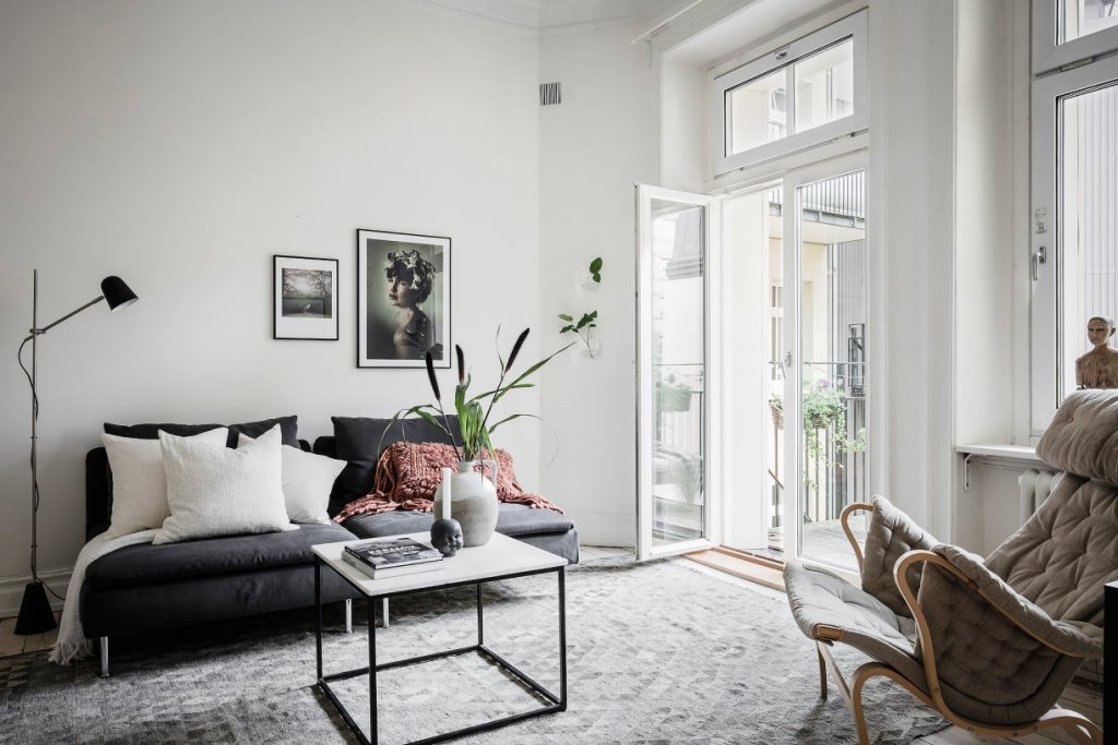 Soft look with beige accents - via Coco Lapine Design blog