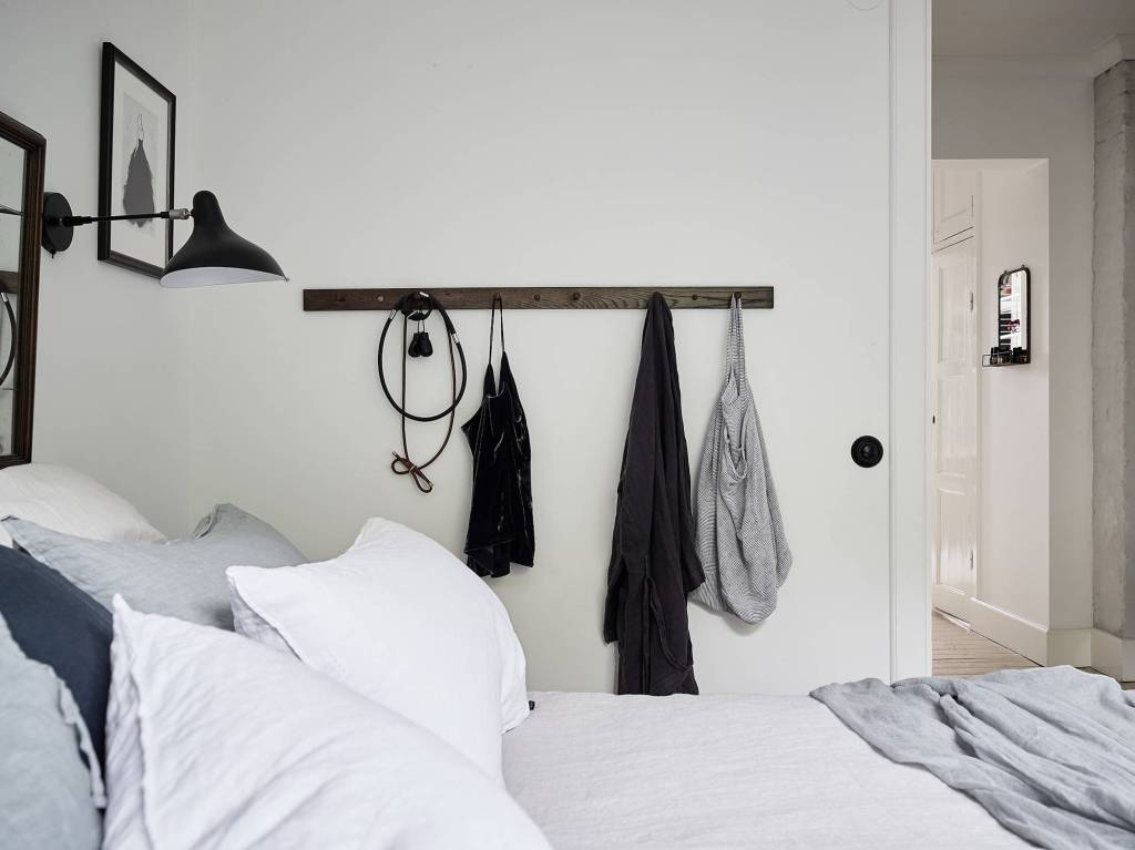 Modern meets classic in this bedroom - via Coco Lapine Design blog