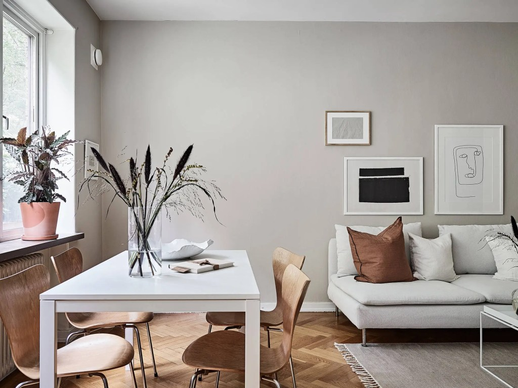 Minimal home with warm colors - via Coco Lapine Design blog