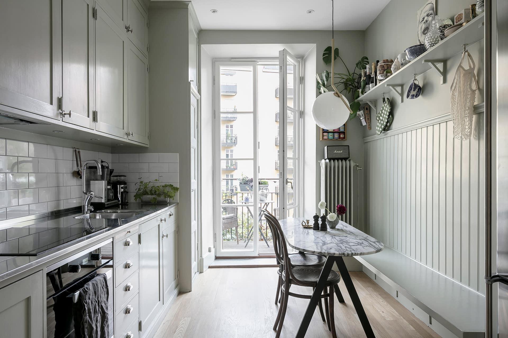 Rustic kitchen in greige - COCO LAPINE DESIGNCOCO LAPINE DESIGN