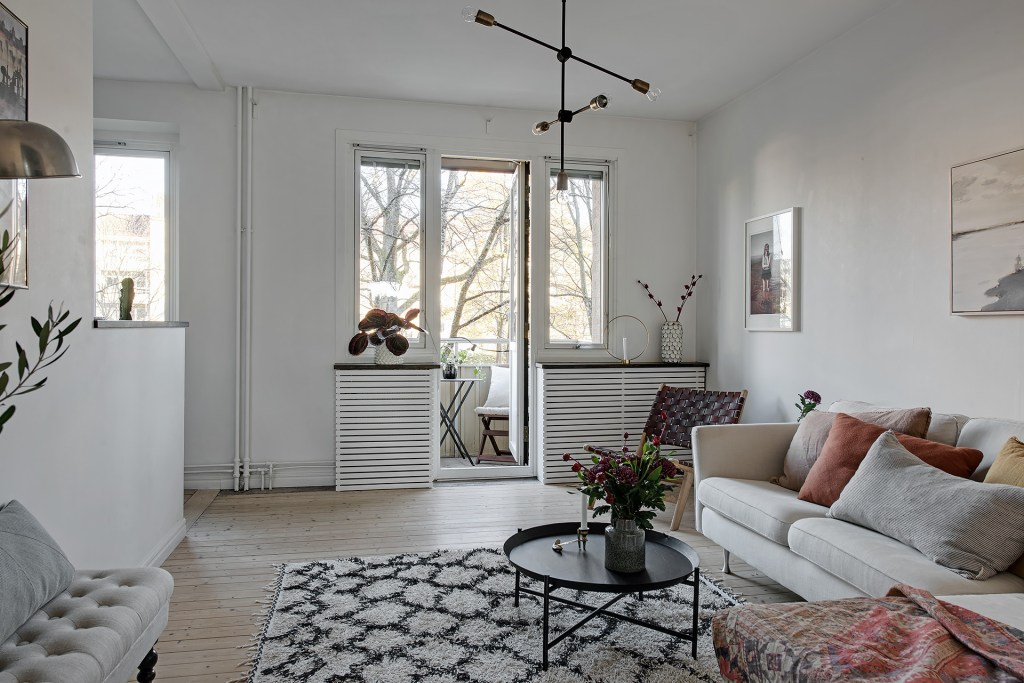 Stylish home with warm details - via Coco Lapine Design blog