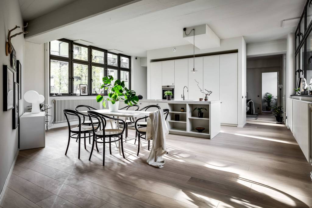 Large kitchen with black accents - via Coco Lapine Design blog