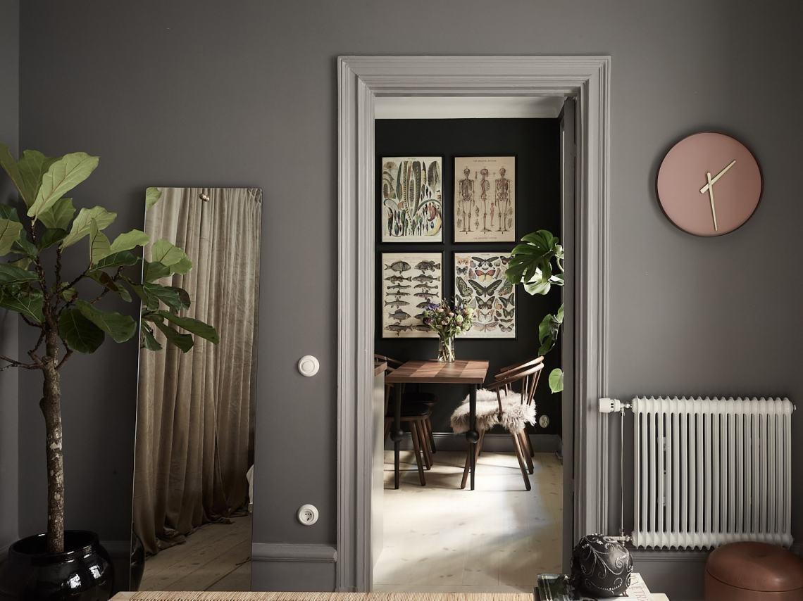Stylish and cozy home with dark walls - via Coco Lapine Design blog