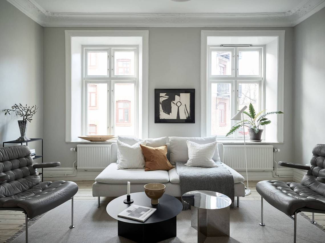 A cozy home with greige walls - via Coco Lapine Design blog
