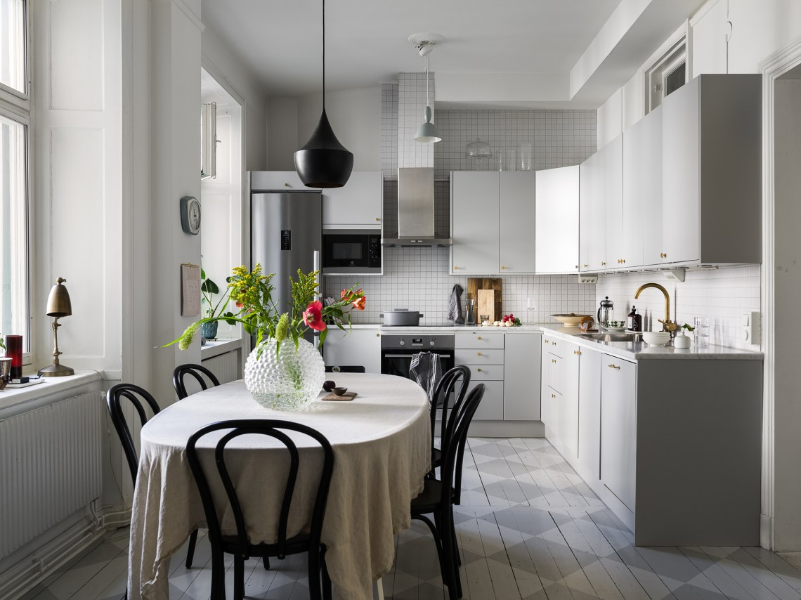 Light filled kitchen in grey