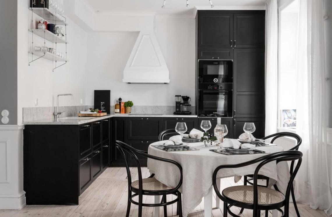 Black kitchen with a cozy dining table